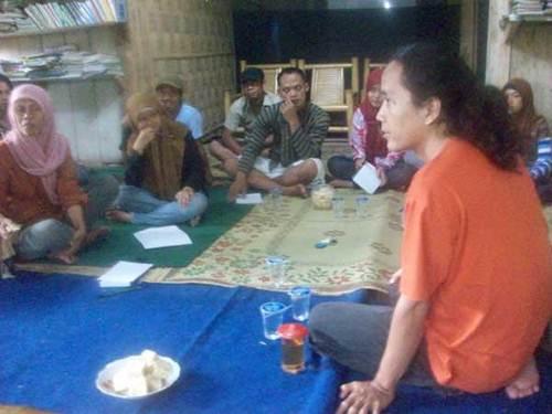 Bandung Mawardi memaparkan tentang pentingnya menulis