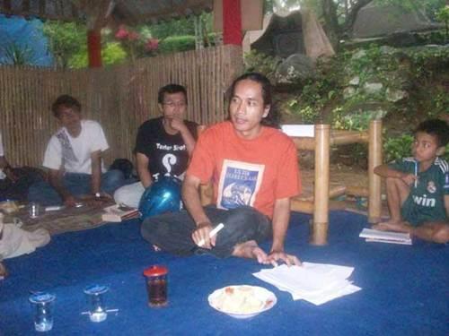 Bandung Mawardi sebagai pengisi acara workshop penulisan