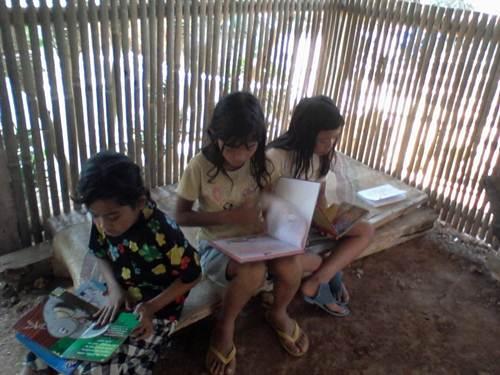 Pulang sekolah langsung buka buku di Tumpi Readhouse