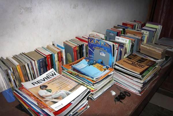 buku koleksi pribadi dan sumbangan masyarakat