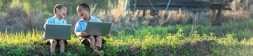 anak-anak belajar teknologi informasi